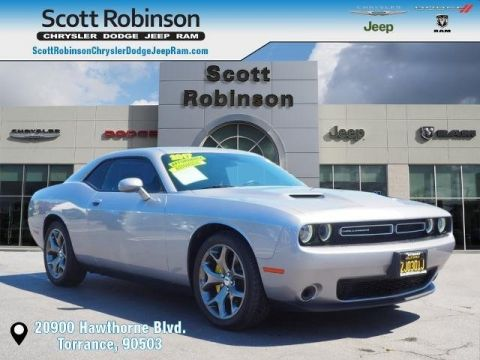 Pre-Owned 2017 Dodge Challenger SXT 2D Coupe